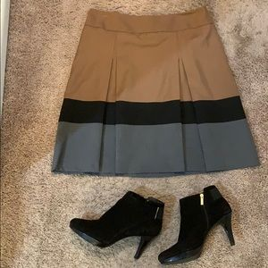 🔥Adorable, color blocked, a-line, pleated skirt